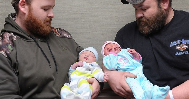 Brothers' babies arrive hours apart at same hospital